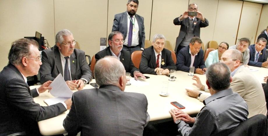 Centrais apresentam documento com pontos críticos à reforma