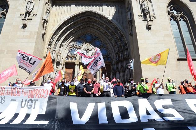 Dia de Luto Dia de Luta: Centrais sindicais realizam ato para lembrar a triste marca de quase 100 mil mortos e milhares de desempregados