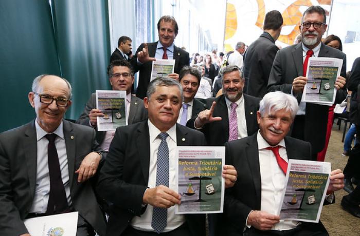 Reforma tributária proposta pela oposição fará ricos pagarem mais impostos